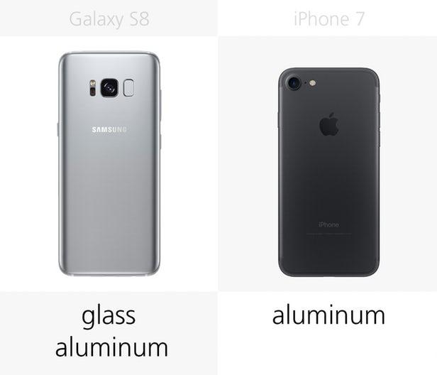هر دو تولیدکننده، بهترین های خود را به اجرا گذشته اند. کمپانی سامسونگ از سال 2015 تا به حال از قالب های آلومینیوم و شیشه استفاده کرده است؛ این در حالیست که اپل از سال 2012 تا به حال، به طور کل از آلومینیوم استفاده می کند.