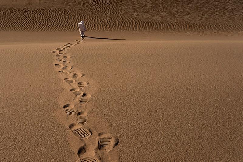 """سری عکس های سلامی از مریخ؛ این سوال را مطرح می کند که: """"در مواجه با جهانی کاملا نو چگونه به نظر می رسیم؟"""""""