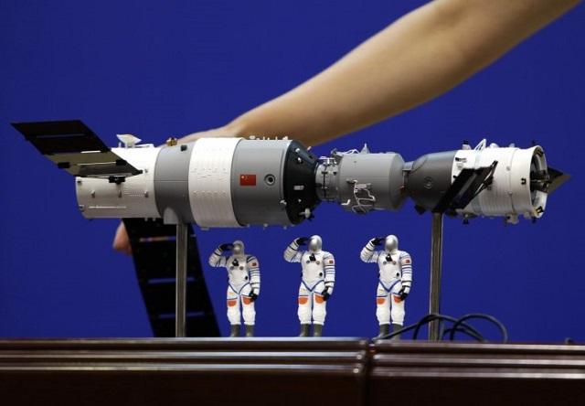 مدلی از آزمایشگاه فضایی تیان گونگ-2 چین، در مدل واقعی، تیان گونگ تنها قادر به حمل دو فضانورد است