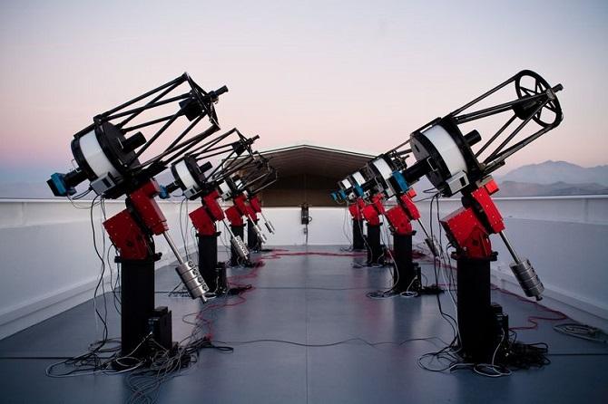 اخترشناسان با استفاده از رصدخانه mEarth موفق به کشف سیاره LHS 1140b شدند. رصدخانه mEarth، آرایه ای از هشت تلسکوپ با دیافراگم 16 اینچی است