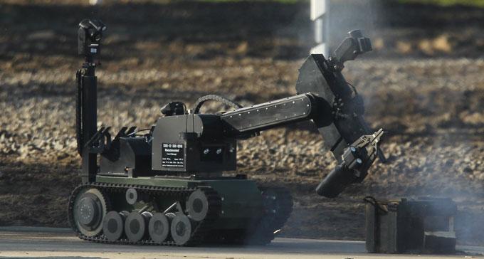 رباتی که ماموران پلیس دالاس برای از پای در آوردن مظنون به کار بردند. این ربات که مارکوبات نام دارد، پیش از این توسط نیروهای نظامی در عراق مورد استفاده قرارگرفته است
