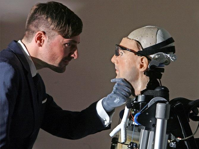 در دهه های آینده، ربات های پیچیده ای ظهور خواهند کرد که خود توانایی انجام انواع جرایم را خواهند داشت
