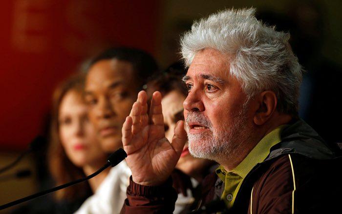 رئیس هیئت داوران پدرو آلمودوار، در کنفرانس خبری دلورن در روز افتتاحیه هفتادمین جشنواره کن