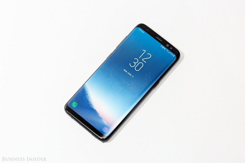 گوشی سامسونگ گلکسی اس 8 به خاطر سخت افزار و طراحی فوق العاده ای که دارد، مورد ستایش بسیاری از کارشناسان قرار گرفته است؛