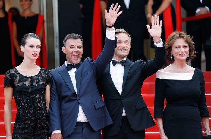 از چپ: مارین واکت، کارگردان فرانسیس اوزن، بازیگران جرمی رنیر و ژاکلین بیست، قبل از نمایش فیلمشان یعنی عاشق دوگانه