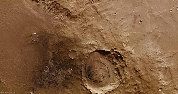 """سانحه دلخراش کاوشگر شیاپارلی موجب ایجاد دهانه برخوردی شد که اکنون""""دهانه شیاپارلی"""" نامگذاری شده است. دانشمندان و مهندسان، تا آخرین لحظات امیدوار بودند، کاوشگر شیاپارلی تنها با کمبود سوخت مواجه شده باشد و ماموریت خود را در سیاره سرخ دنبال کند"""