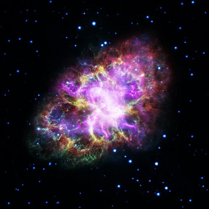 تصویر کامپوزیتی که مشاهده می کنید، حاصل مشاهدات پنج رصدخانه است که پیچیدگی بقایای این ابرنواختر را به تصویر می کشد