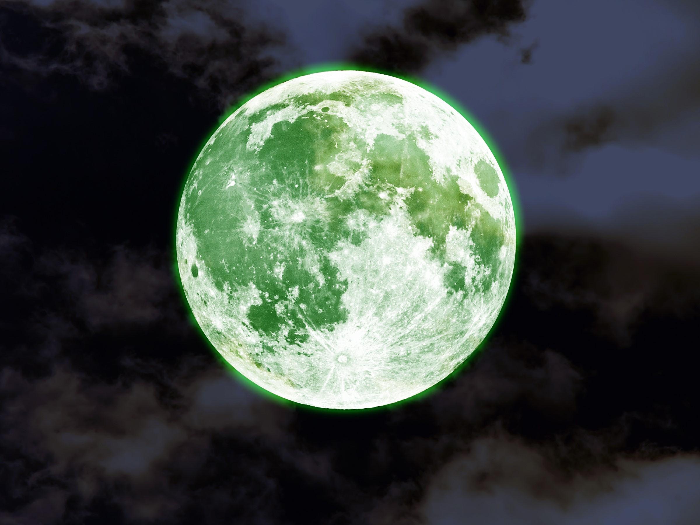 ماه سبز میشود