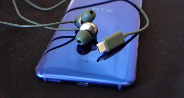 ویژگی ضد نویز هندزفری های اچ تی سی تنها در گوشی یو 11 کاربرد دارد