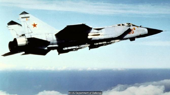 جنگنده های سری میگ 31 مدل های ارتقا یافته ای از سری جنگنده های میگ 25 اند که مجهز به سنسورهای پیچیده، رادار قدرتمند و موتورهای بهتری هستند. میگ 31 در اصل همان چیزی است که جنگنده های میگ 25 قرار بود، باشند.جنگنده های میگ 31 چند سال قبل از پایان جنگ سرد، مورد استفاده نیروهای هوایی شوروی قرار گرفتند و هنوز هم به طور گسترده ای مورد استفاده روسیه قرار می گیرند