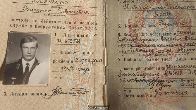 کارت شناسایی نظامی بلنکو و یادداشت برداری های او از موقعیت و نقشه پرواز در هنگام پرواز بر فراز دریای ژاپن، اکنون در موزه سیا در واشنگتن دی سی نگهداری می شوند