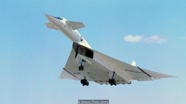 بمب افکن ایکس بی ۷۰ با سرعتی سه برابر صوت پرواز می کند