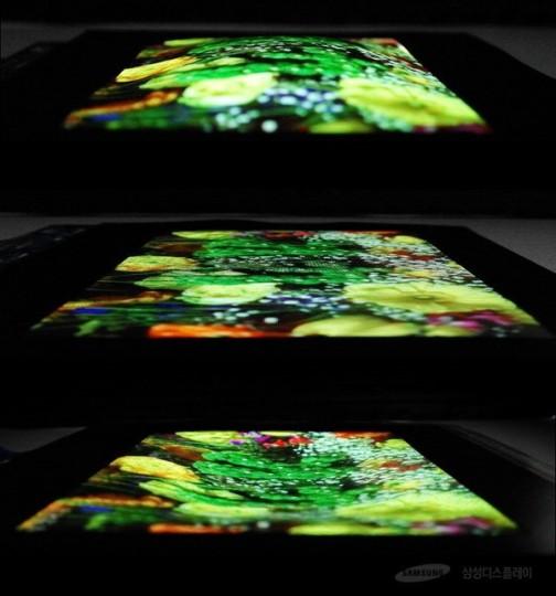 جزئیات منتشر شده از سوی سامسونگ نشان میدهد که این صفحه نمایش آمولد کشسانی به هر دو حالت محدب و مقعر شکل پذیر بوده و تا 12 میلیمتر در اشکال مختلف مقعر، قابل انعطاف است