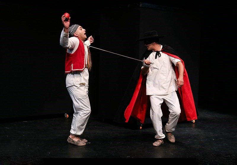 نمایش چهل گیس نمایشی موزیکال و برگرفته از داستان فولکلور حسن کچل است. چهل گیس به زبان شعرگونه توسط حسین جمالی نوشته شده است. وی پیش از این، نمایش هایی بر اساس هملت، لیرشاه و رومئو و ژولیت را بر اساس نمایش سنتی ایرانی نوشته و در سالن های متفاوت اجرا کرده است.