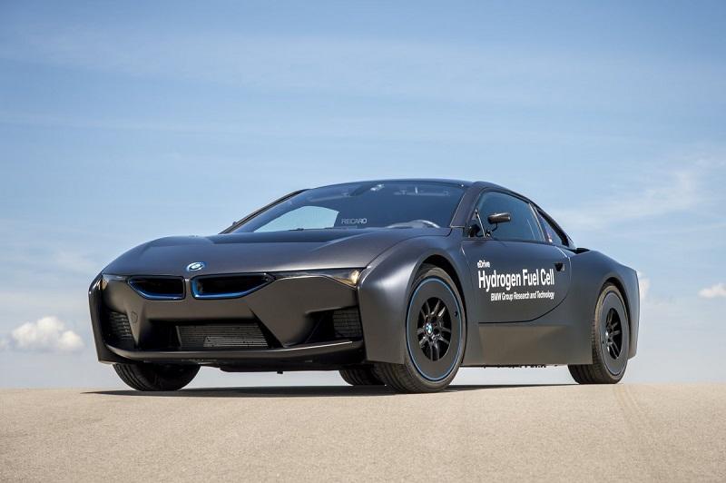 6. کمپانی بی ام دبلیو نیز روی یک خودرو هیدروژنی فعالیت می کند که احتمالا تا سال 2020 آماده می شود. این کمپانی برای تولید موتورهای هیدروژنی در خودروهای 2020 تویوتا، با این شرکت همکاری می کند.
