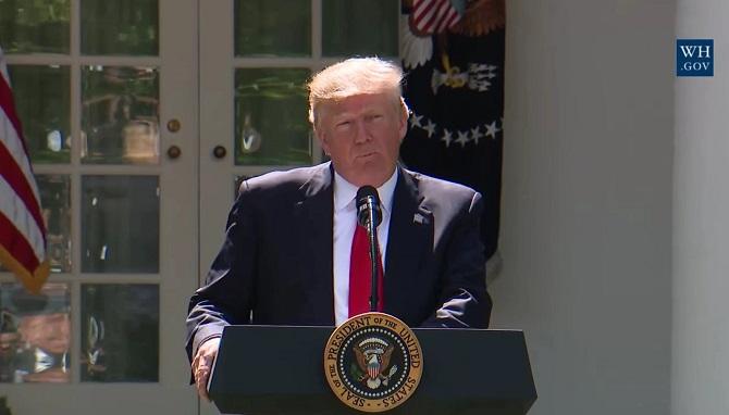 """دونالد ترامپ در سخنرانی 1 ژوئن (11 خرداد) خود در باغ رز کاخ سفید، اعلام کرد:""""ایالاتمتحده از توافقنامه آب و هوایی پاریس کنار میشد، اما مجددا وارد توافقنامه پاریس یا یک توافقنامه دیگر را شروع میکند که شرایط عادلانهتری برای ایالاتمتحده، اقتصاد، کارگران، مردم و مالیاتدهندگان این کشور داشته باشد"""""""