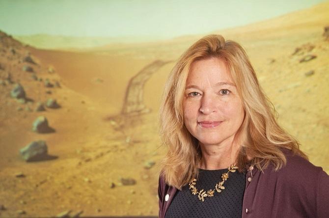 الن استوفان مدافع قوی یک مأموریت سرنشین دار به مریخ است. او استدلال میکند که یک کاوشگر رباتیک برای تائید وجود حیات (درگذشته و یا حال سیاره) که ممکن است در زیر سطح سیاره در کمین نشسته باشد؛ قابلاطمینان نیست.