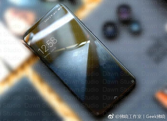 علاوه بر این، رندرهایی از این گوشی هوشمند منتشر شده که به نظر می رسد به طراحی گلکسی اس 8 شباهت داشته باشد. این دستگاه کمی کوچکتر از می میکس به نظر می رسد.