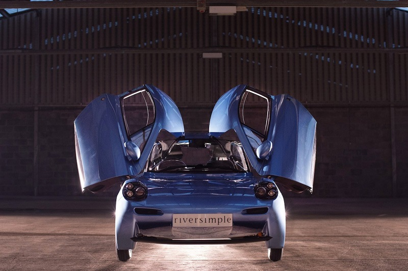 این خودرو از محدوده مسافتی 300 مایل (482 کیلومتر) برخوردار است و وزن فوق العاده سبک آن به 1300 پوند (589 کیلوگرم) می رسد.