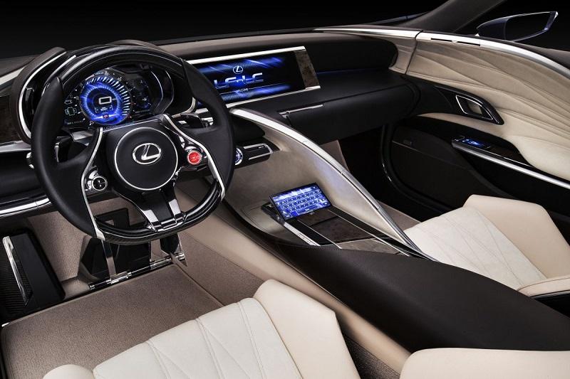 خودرو هیدروژنی لکسوس با تکنولوژی های رده بالایی همراه است که از جمله آنها می توان به نمایشگری اشاره کرد که با حالت های دست کنترل می شود.