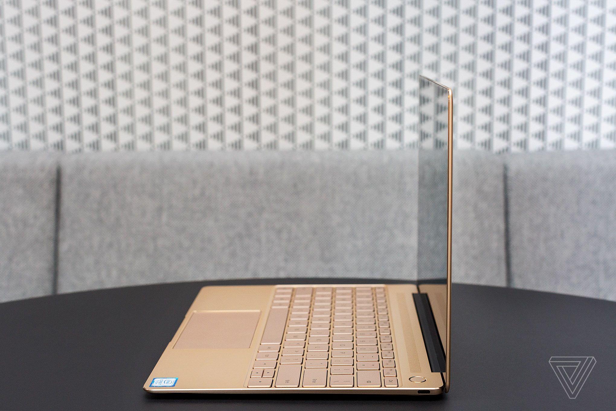 اگر تاچ پد ناکارآمد دستگاه را در نظر نگیرید تجربه کاربری این لپتاپ کاملا روان و سریع است؛ که از یک کامپیوتر دارای پردازنده Core i7-7500 و 8 گیگابایت رم نیز برای کاربری روزمره جز این هم انتظاری نمیرود.