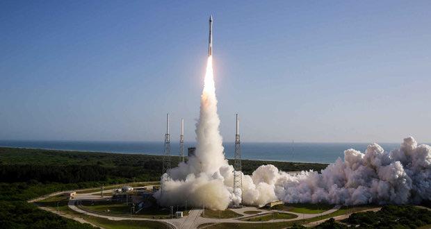 پایگاه فضایی چابهار، یک سکوی پرتاب غیرنظامی است و بیشتر برای پرتاب ماهوارههای مخابراتی در نظر گرفته شده و هدف از ساخت این پایگاه در این محدوده، نزدیک بودن به اقیانوس هند و کم جمعیت بودن آن بیان شده بود. پرتاب ماهواره های مخابراتی نیازمند شرایط ویژهای است و بنابراین بهتر است که نزدیک به منطقهی استوایی قرار گیرد تا هزینههای پرتاب و مانور ماهواره حداقل گردد.