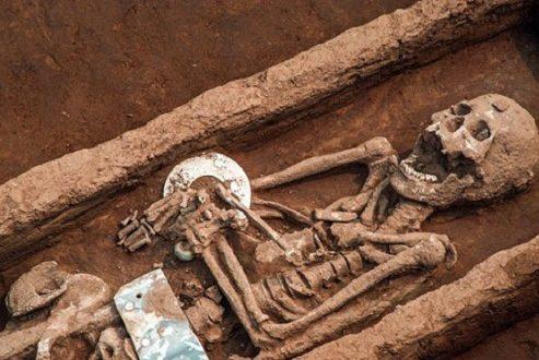 کشف بقایای انسانیهای غولپیکر ۵۰۰۰ هزارساله در چین