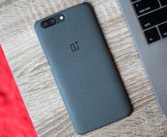 نسخه ی مشکی رنگ وان پلاس 5 با رم 8 گیگابایتی در وبسایت این شرکت به فروش میرسد