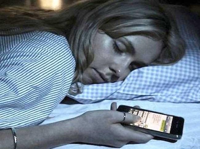 مطالعهای نشان میدهد که از هر پنج نفر یک نفر، ترجیح میدهد، یک هفته با یک لنگهکفش بیرون بروند، اما در عوض گوشی هوشمند خود را همراه خود داشته باشد