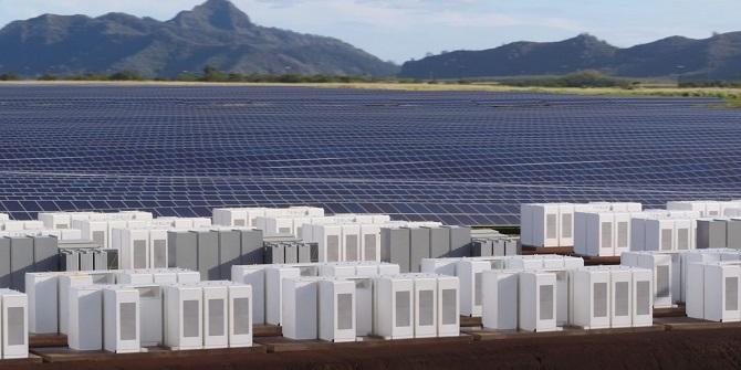 ایالت استرالیای جنوبی دارای میزان فراوانی باد و آفتاب است که میتواند برای تأمین انرژی مورد استفاده قرار گیرد. ایالت استرالیایی جنوبی در حال حاضر، بزرگترین مصرفکننده انرژیهای تجدید پذیر در استرالیا است، این پروژه جدید یکی از پروژههای در دست انجامی است که قرار است تا سال ۲۰۲۰ خروجی انرژیهای تجدید پذیر را دو برابر کند