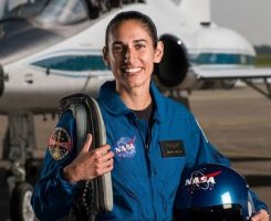 یاسمین مقبلی، فضانورد ایرانیالاصل ناسا: ما برای بقای خودمان نمی توانیم همیشه در زمین بمانیم!