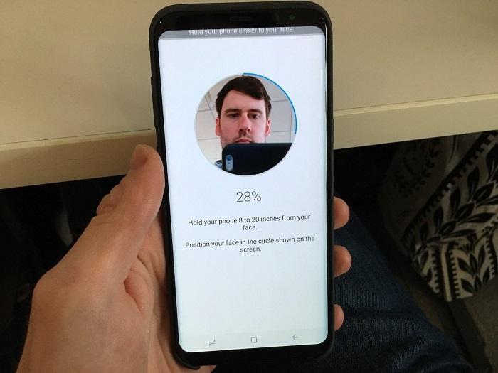 شما همچنین می توانید با استفاده از صورت خود، دستگاه را باز کنید.