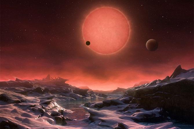 تصویر هنری از منظومه تراپیست-1. از زمان کشف منظومه تراپیست-۱ در اوایل ۲۰۱۷، مناقشات و بحثهای زیادی در جامعه نجومی فضایی درگرفته است. سیارات منظومه تراپیست-۱ سیارات فراخورشیدی شبیه زمینی هستند که در صورت فلکی دلو واقع شدهاند. منظومه تراپیست-۱دارای هفتسیاره فراخورشید به اندازه زمین است که به دور ستارهای که تنها ۴۰ سال نوری با ما فاصله دارد، گردش میکنند