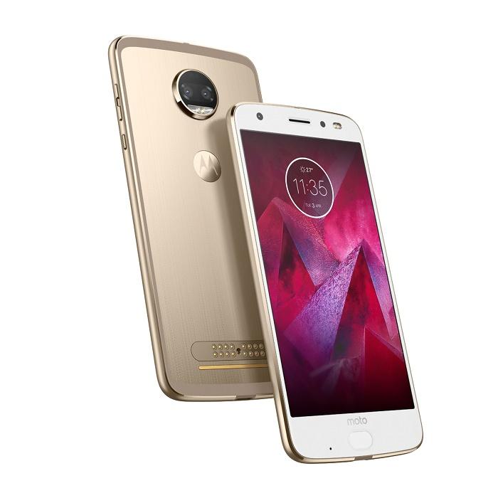 ویژگی منحصر به فرد گوشی موتو زد 2 فورس، نمایشگر 5.5 اینچی آمولد با رزولوشن 1440 در 2560 آن است که از تکنولوژی ویژه ی ShatterShield بهره می برد
