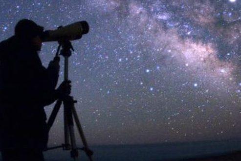 ماه و مشتری امشب کنار هم قرار می گیرند؛ رویداد نجومی دیدنی در آسمان شب!