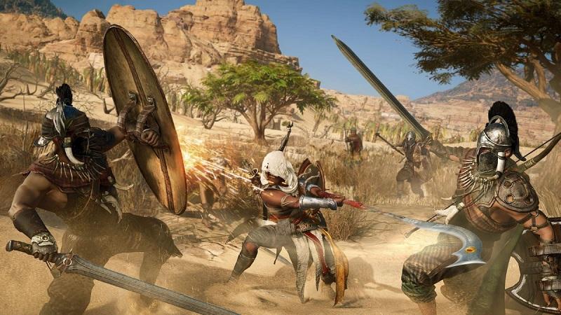 مبارزات تن به تن در نسخه جدید بازی کیش یک آدمکش ، برخلاف نسخه های قبلی، کمتر به مقابله های فردی شباهت دارد و در عوض روی سیستم پویاتر از نوع حملات و نزدیک شدن به هدف متمرکز شده است.