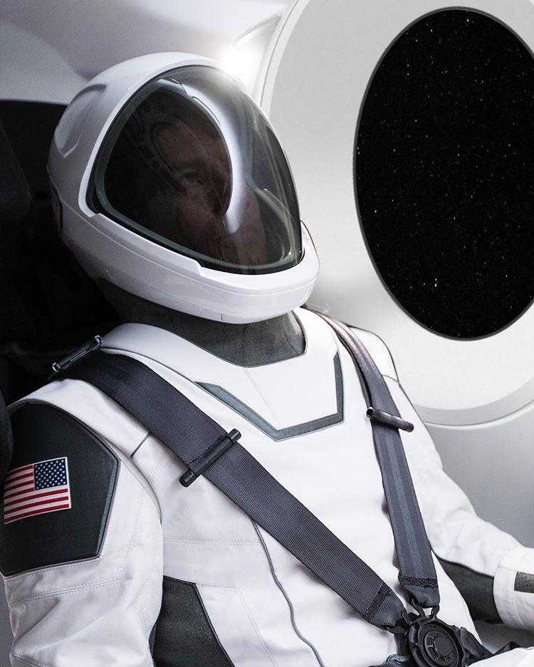 ایلان ماسک به علاقمندان این نوید را داد که به زودی تصاویر بیشتری از این لباس فضایی منتشر خواهد کرد.