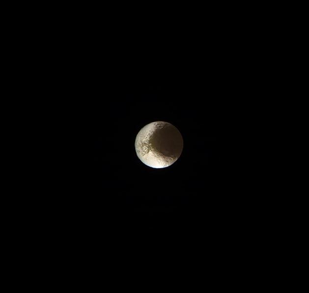 یک عکس از آخرین مشاهدات کاسینی از قمر یاپتوس که سالها دانشمندان را مجذوب دایره یین و یانگ خود کرده بود