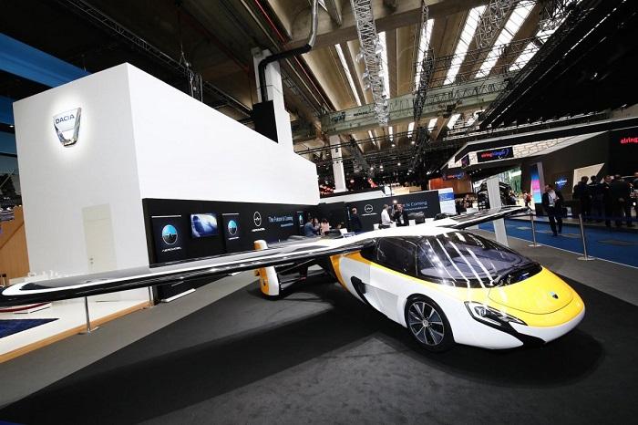 ماشین پرنده AeroMobil از دیگر جذاب ترین ماشین های نمایشگاه خودروی فرانکفورت 2017 است. این وسیله نقلیه تا سال 2020 کار خود را آغاز می کند.