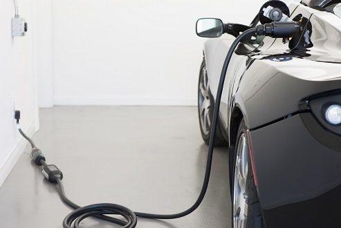 دایملر روی شارژ فوق سریع ماشین های الکتریکی سرمایه گذاری می کند