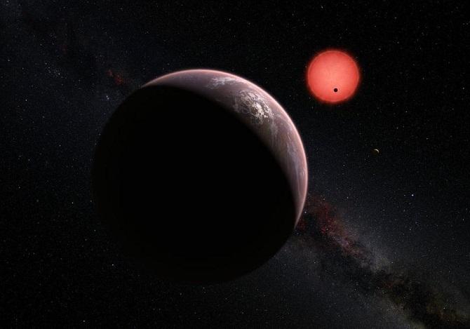 سیاره عطارد که در داخلیترین بخش منظومه شمسی واقعشده، نسبت به هفتمین سیاره خارجی منظومه تراپیست-۱، هفت برابر دورتر از خورشید است