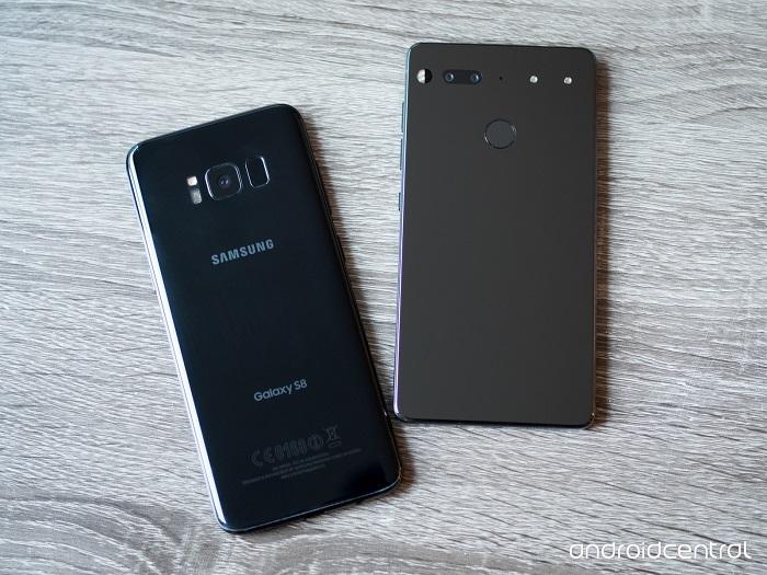 در این قسمت به مقایسه اسنشال فون با گلکسی اس 8 سامسونگ از لحاظ ویژگی های سخت افزاری می پردازیم.