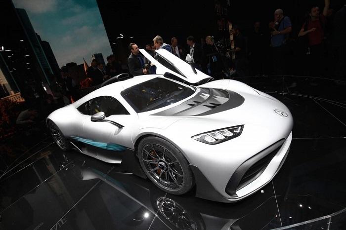 خودروسازان آلمانی سردمدار این نمایشگاه بودند. یکی از جذاب ترین ماشین های نمایشگاه خودروی فرانکفورت 2017 ، ابرخودروی مرسدس بنز پروجکت وان بود.