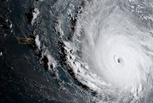 طوفان ایرما؛ مهیب ترین طوفان آمریکا در ۱۰ سال گذشته با سرعت ۳۰۰ کیلومتر در ساعت!