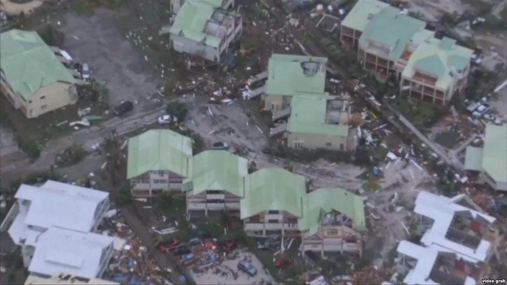 طوفان ایرما تاکنون با عبور از جزایر دریای کارائیب، ۲۰ نفر را به کام مرگ کشانده است.