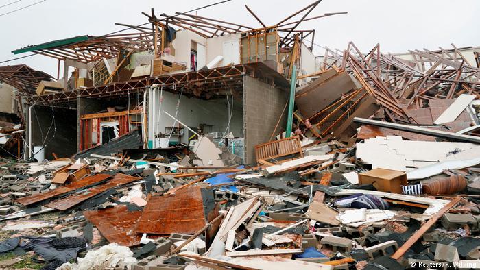 طوفان هاروی بخش مهمی از ایالات تگزاس را در وضعیتی اضطراری قرار داد. اکثر خانههایی که در مناطق طوفانزده قرار داشت، ویران شدند.