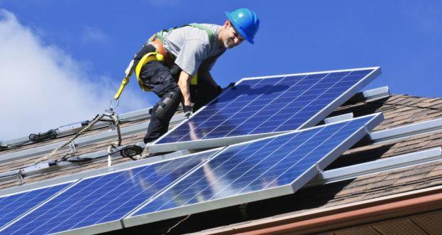 دولت انگلستان برای خانوادههای کم بضاعت پنل خورشیدی نصب میکند