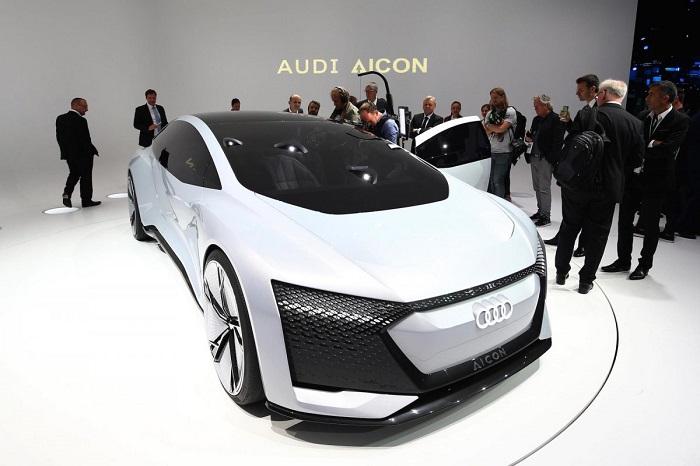 برند آئودی همچنین از چند خودروی مفهومی الکتریکی رونمایی کرد. آئودی ایکون (AICON)، یک خودروی الکتریکی است که محدوه مسافتی آن به 435 مایل (700 کیلومتر) می رسد. آئودی اعلام کرده است که این خودرو به گونه ای طراحی شده که از شارژ بیسیم نیز پشتیبانی می کند.