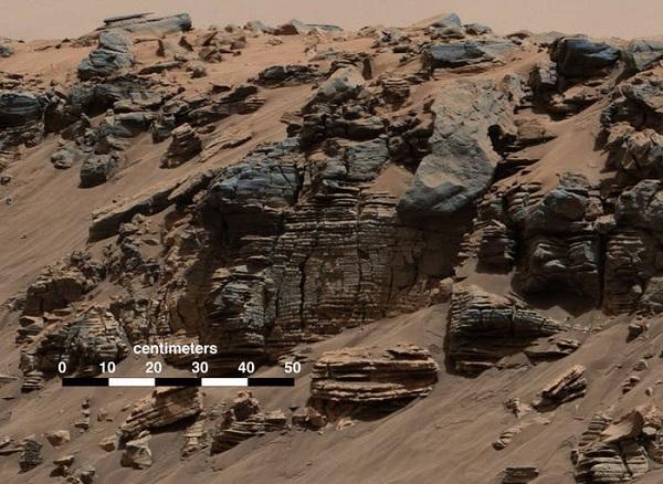 لایههای فرسایشی که تصور میشود، بقایای بستر دریاچههای مریخی باشند