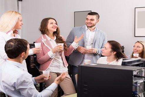 چند مورد از نشانههایی که بیانگر شایستگیهای یک کارمند برای ارتقا مقام هستند